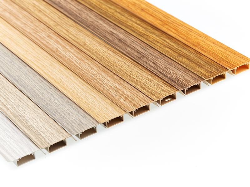 Neue Fußbodenleisten für den Bodenbelag Thermofix